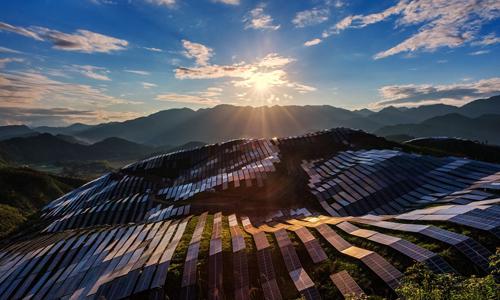 全国8省28地明确要求符合条件的建筑屋顶加装光伏