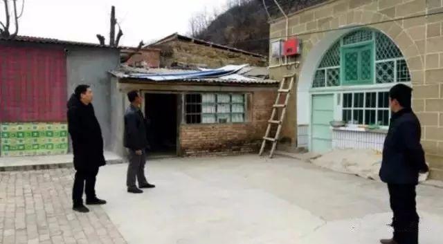村里人想赚个盖房钱,建光伏电站行吗?村长说:我看行!