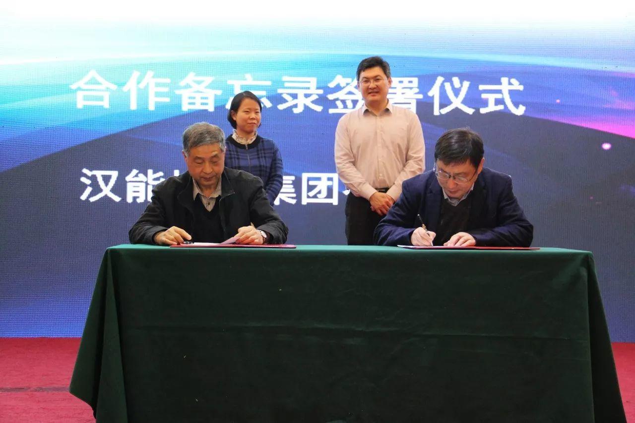 中国光伏标准化论坛暨第一批中国光伏行业协会标准发布会顺利召开