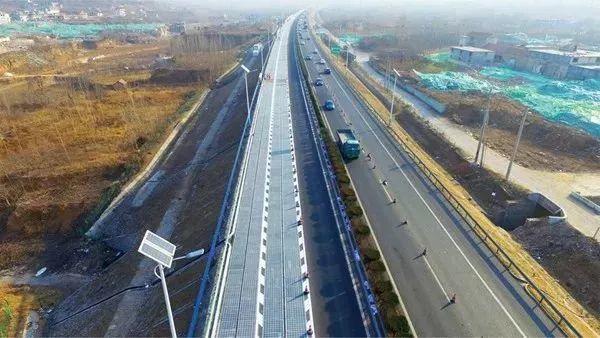 【光伏应用】先睹为快!全长1公里 年发电量100万千瓦时 全球首段光伏高速公路今日正式试行