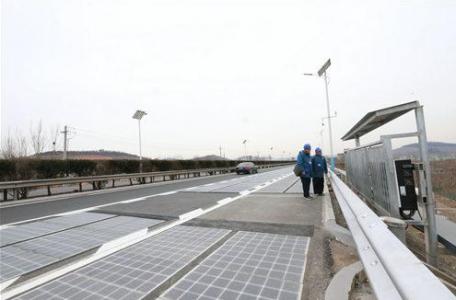 涨知识!全球首段光伏高速公路发的电去了哪里?
