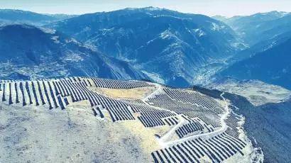 """3800米雪山顶""""长出""""光伏产业,高山上的美丽光伏"""