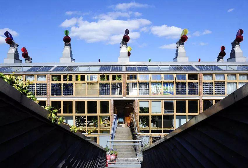 又一项革命性技术!老外发明了一种太阳能砖头,盖出的房子会有源源不断电能!
