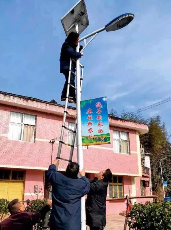 """湖南""""太阳能路灯腐败案""""400余人涉案,近2千盏灯不亮"""